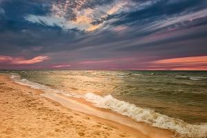 Horizon Clouds at Sunset