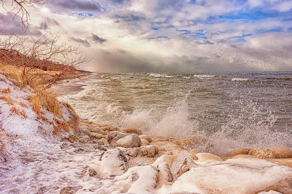 Lake Waves Before Approaching Storm